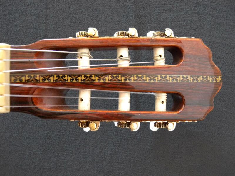Hanika Klassische Gitarre 18P Oberklasse mit Pick Up + Koffer