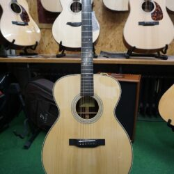 """Eastman E20 OM Orchestra-Model (15""""), All Solid"""