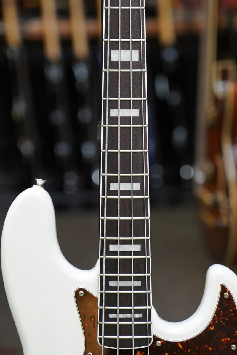 FGN Neo Classic JB-Bass Limited Edition, 70s, Snow White, Matching Headstock