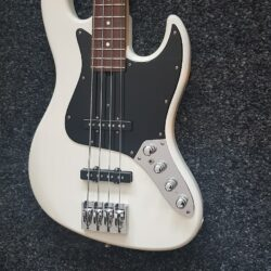 Larrivée JB Bass Custom Shop Weiß