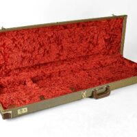 Fender deluxe case for Jazz Bass®/Jaguar Bass, tweed & red poodle plush interior