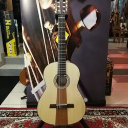 Höfner HF14 Classical Guitar + GigBag